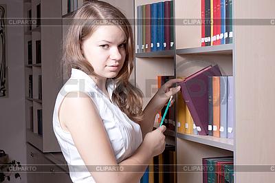 Девушка в библиотее | Фото большого размера |ID 3092754