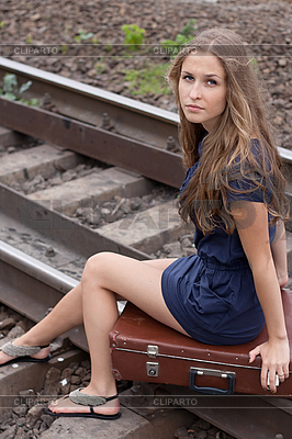 Девушка на рельсах - 8