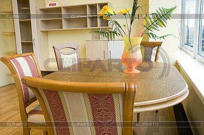 Kitchen table with vase and flowers | Foto stockowe wysokiej rozdzielczości |ID 3120043