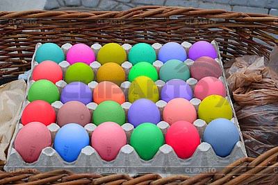Box mit Ostereiern in verschiedenen Farben | Foto mit hoher Auflösung |ID 3121677