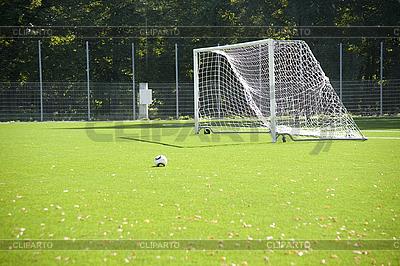 Fußball. Ein Ball auf einem Gras und Fußball-Tor | Foto mit hoher Auflösung |ID 3124228