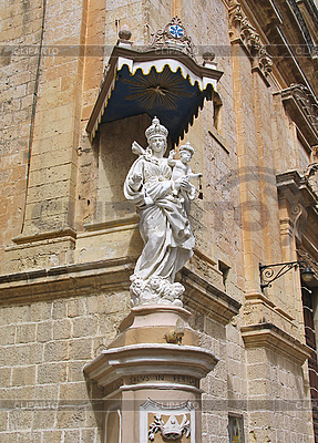 Statua Matki Boskiej i Jezusa w Mdina, Malta | Foto stockowe wysokiej rozdzielczości |ID 3098468