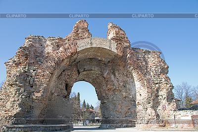 Głównej bramy twierdzy ścianie w Hissar, Bułgarii | Foto stockowe wysokiej rozdzielczości |ID 3109361
