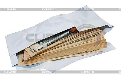 Dollar und Spritze in offenen Umschlag | Foto mit hoher Auflösung |ID 3113629