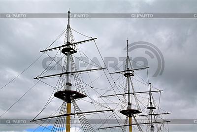 Schiffsmasten an bewölkten Himmel | Foto mit hoher Auflösung |ID 3248298