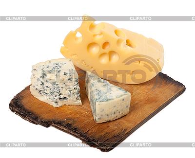 Różne rodzaje serów na starej desce kuchni | Foto stockowe wysokiej rozdzielczości |ID 3356668