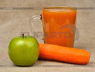 Apfel Karotte und ein Glas Saft | Foto mit hoher Auflösung |ID 3122676