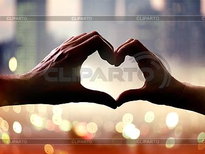 심장의 형태로 손에 | 높은 해상도 사진 |ID 3124530