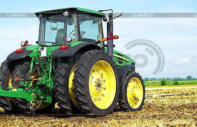 Traktor auf einem Feld | Foto mit hoher Auflösung |ID 3140683
