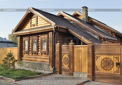 Деревянный резной дом фото