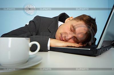 Müde Mann schlafend auf Notebook | Foto mit hoher Auflösung |ID 3145618