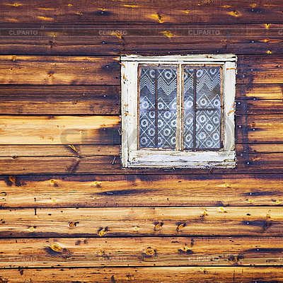 Holzwand mit quadratischen fenster foto mit hoher for Fenster 800x800