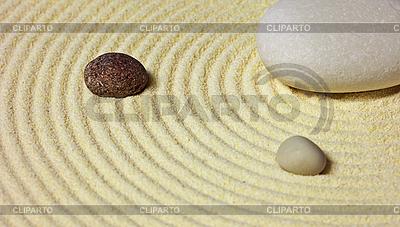 Kompozycja abstrakcyjna - kamienie na piasku | Foto stockowe wysokiej rozdzielczości |ID 3149933