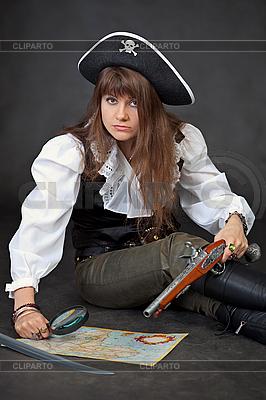 女人服装海盗与海上地图 | 高分辨率照片 |ID 3159628