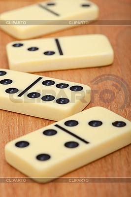 Dominosteinen auf dem Holzbrett | Foto mit hoher Auflösung |ID 3159699