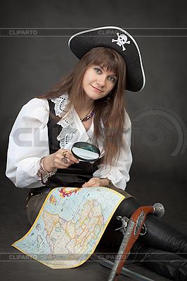 Piraten-Mädchen mit Meer-Karte auf schwarz Set | Foto mit hoher Auflösung |ID 3160484