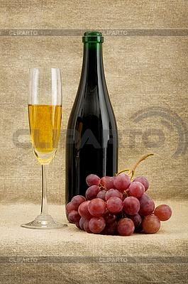Butelka szampana, kielich, winogron | Foto stockowe wysokiej rozdzielczości |ID 3165919