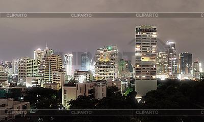 Architektura w Bangkoku - budynki w centrum miasta | Foto stockowe wysokiej rozdzielczości |ID 3364879