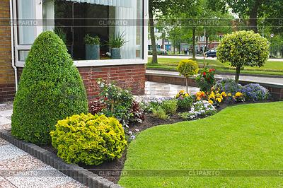 Peque o jard n frente a la casa holandesa pa ses bajos for Jardines pequenos horizontales
