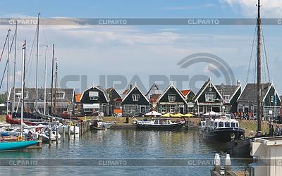 Touristen auf dem Pier auf Insel Marken. Niederlande | Foto mit hoher Auflösung |ID 3352878