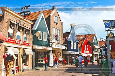 Volendam na ulicy. Niderlandy | Foto stockowe wysokiej rozdzielczości |ID 3363083
