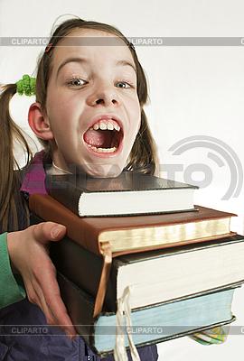Удивленная девочкаподросток демонстрирует шокирующее