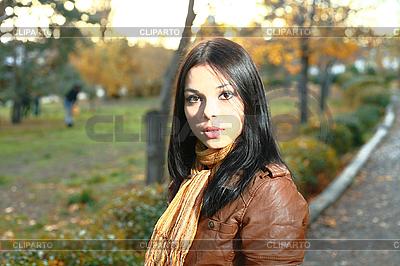 Cute girl zewnątrz jesień | Foto stockowe wysokiej rozdzielczości |ID 3172229