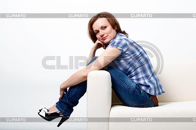 Mädchen in kariertem Hemd und Jeans | Foto mit hoher Auflösung |ID 3329343