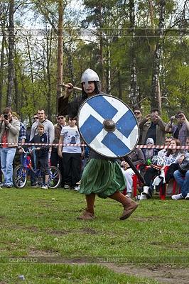 Русской средневековой воин с копьем | Фото большого размера |ID 3324471
