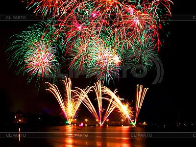 Feuerwerk über dem Wasser | Foto mit hoher Auflösung |ID 3376698