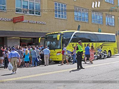 Фанаты приветствуют спортивную команду Yankee | Фото большого размера |ID 3348881