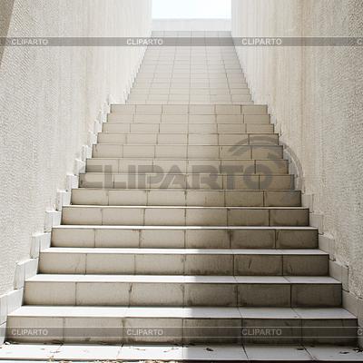 Escaleras largas con muchos pasos foto de alta resoluci n cliparto for Escaleras largas