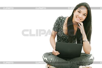 Attractive young female sitting on floor using laptop | Foto stockowe wysokiej rozdzielczości |ID 3358431