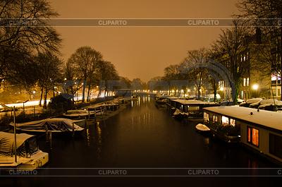 Snowy Amsterdam At Night | Foto stockowe wysokiej rozdzielczości |ID 3379978
