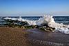 Meerwelle brecht sich auf den Felsen  | Stock Foto