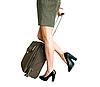 ID 3014724 | Frauenbeine mit Koffer | Foto mit hoher Auflösung | CLIPARTO