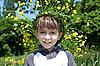 ID 3013999 | Młody chłopak z wieńcem żółtych kwiatów | Foto stockowe wysokiej rozdzielczości | KLIPARTO