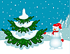 Schneemann neben dem Weihnachtsbaum.