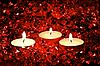 Zapalone świece na czerwonym | Stock Foto