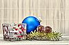 ID 3028888 | Zweig mit Tannenzapfen und Weihnachtsschmuck | Foto mit hoher Auflösung | CLIPARTO