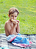 Photo 300 DPI: Boy eating sandwich at picnic