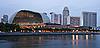 在黄昏的滨海艺术中心(新加坡歌剧和音乐厅) | 免版税照片