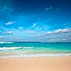 美丽的海滩在夏天 | 免版税照片