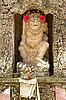 Foto 300 DPI: Stein-Statue eines Gottes im Hindu-Tempel