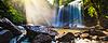 在丛林中与太阳光线热带瀑布   免版税照片