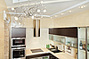 现代厨房内以暖色调   免版税照片