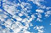 蓬松的云上蓝天 | 免版税照片