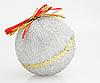 Decoraciones para árboles de Navidad-bola en blanco | Foto de stock