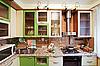绿色厨房内有许多用具   免版税照片