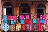 尼泊尔纺织品店店面 | 免版税照片